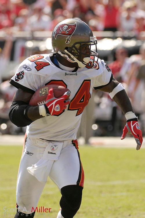 Oct. 14, 2007; Tampa, FL, USA; Tampa Bay Buccaneers receiver Joey Galloway (84) in action during his team's game against the Tennessee Titans at Raymond James Stadium. ...©2007 Scott A. Miller