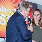 NLD/Amsterdam/20171207 - Perspresentatie Vrienden van Andere Tijden Sport 2017, Petra van Rij, partner van Hans Horrevoets en presentator Tom Egbers