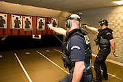 Paris, France. 6 Mai 2009..Brigade Fluviale de Paris..13h54 Entrainement au tir au commissariat du 14ème arrondissement...Paris, France. May 6th 2009..Paris fluvial squad..1:54 pm Shooting training at the 14th arrondissement police station
