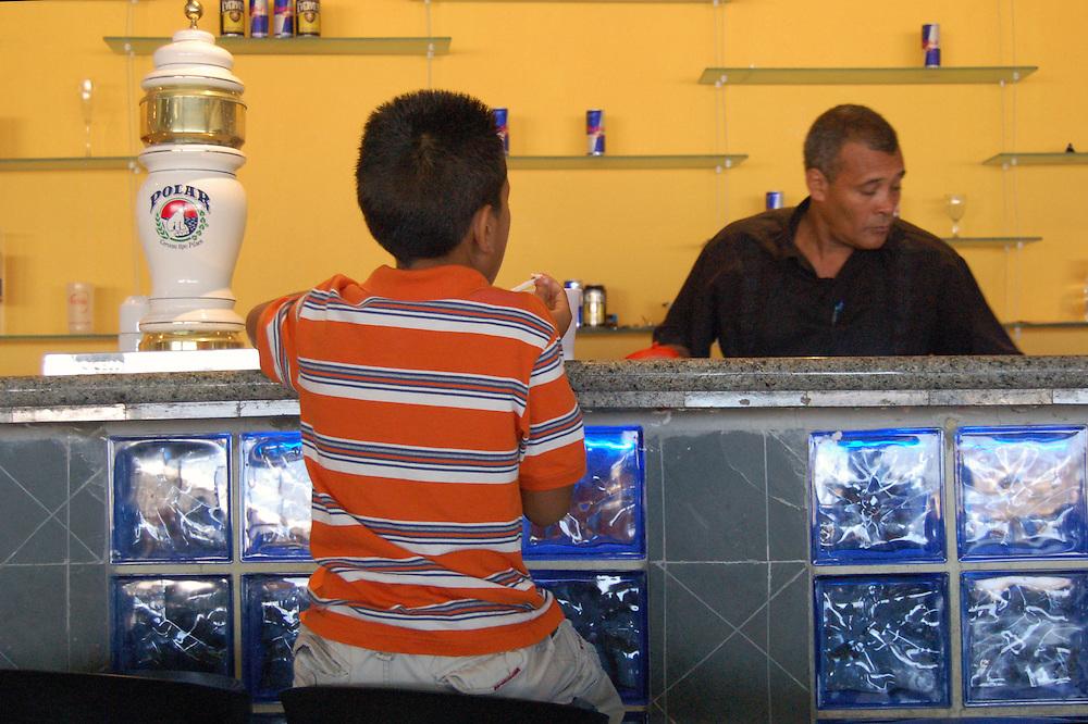 AEREOPUERTO NACIONAL SIMON BOLIVAR - MAIQUETIA<br /> Photography by Aaron Sosa<br /> Maiquetia, Venezuela 2007<br /> (Copyright &copy; Aaron Sosa)