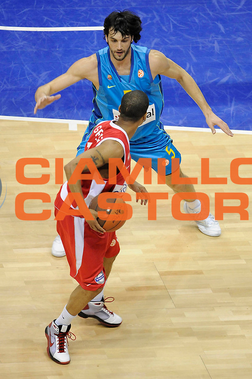 DESCRIZIONE : Berlino Eurolega 2008-09 Final Four Finale 3-4 posto Olympiacos Piraeus Regal Barcellona <br /> GIOCATORE : Gianluca Basile<br /> SQUADRA : Regal Barcellona<br /> EVENTO : Eurolega 2008-2009 <br /> GARA : Olympiacos Piraeus Regal Barcellona <br /> DATA : 03/05/2009 <br /> CATEGORIA : Difesa<br /> SPORT : Pallacanestro <br /> AUTORE : Agenzia Ciamillo-Castoria/G.Ciamillo