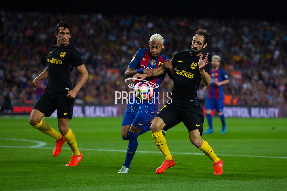 Neymar JR fight for the ball with Juanfran during the La Liga match between Barcelona and Atletico Madrid at Camp Nou, Barcelona, Spain on 21 September 2016. Photo by Eric Alonso.