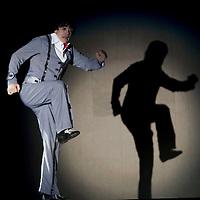Metepec, Méx.- El mimo israeli, Hanoch Rosenn, presento su espectaculo Speechless durante el festival cultural Quimera 2011 en la plaza Juarez de este municipio. Agencia MVT / Mario Vazquez de la Torre. (DIGITAL)