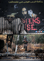 """19.10.2015, Ramallah, PSE, Nahostkonflikt zwischen Israel und Palästina, im Bild Zusammenstösse zwischen Palästinensischen Demonstranten und Israelischen Sicherheitskräfte // An Israeli soldier takes position under a billboard reading in Arabic """"the first horror maze in Palestine"""" during clashes with Palestinian protesters next to the Jewish settlement of Beit El. More than two weeks of unrest have raised warnings of the risk of a full-scale Palestinian uprising, while some Israeli politicians have urged residents to arm themselves to fend off the threat of stabbings and gun assaults, Palestine on 2015/10/19. EXPA Pictures © 2015, PhotoCredit: EXPA/ APAimages/ Shadi Hatem<br /> <br /> *****ATTENTION - for AUT, GER, SUI, ITA, POL, CRO, SRB only*****"""