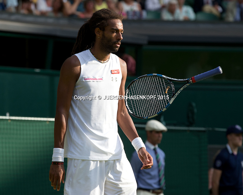 Dustin Brown (GER) jongliert mit seinem Schlaeger,kurios,<br /> <br /> <br /> Tennis - Wimbledon 2015 - Grand Slam ITF / ATP / WTA -  AELTC - London -  - Great Britain  - 2 July 2015.