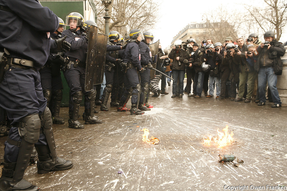 """Paris, France - Place de la Republique....March 28, 2006....Confrontations between vandals (""""casseurs"""") and the CRS police after a very large peaceful demonstration of students and union members, against the CPE, The Contract of First Employment....Photo by Owen Franken"""