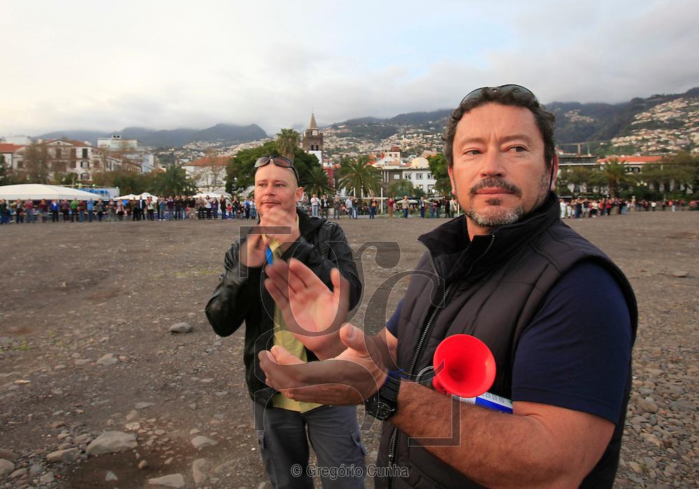 Funchal, Madeira, Miguel Sá lider do movimento contra a presença do aterro resultante do temporal de 20 Fevereiro,  que se encontra na praia da cidade do funchal,. Foto Gregorio Cunha