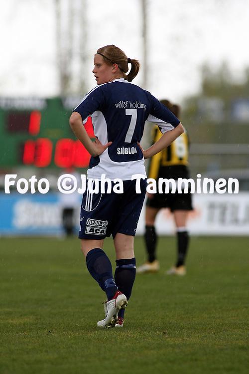 14.05.2006, Tapiolan Urheilupuisto, Espoo, Finland..Naisten SM-sarja 2006.FC Honka - land United.Caroline Sj?blom - land U.©Juha Tamminen.....ARK:k