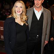 NLD/Amsterdam/200801010 - Premiere Sunset Boulevard, zwangere Jelka van Houten en partner Koppe Koppeschaar