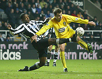 Photo. Andrew Unwin.<br /> Newcastle United v Leeds United, Barclaycard Premier League, St James Park, Newcastle upon Tyne 07/01/2004.<br /> Leeds' Mark Viduka (r) looks to turn round Newcastle's Titus Bramble (l).