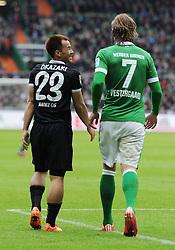 04.04.2015, Weserstadion, Bremen, GER, 1. FBL, SV Werder Bremen vs 1. FSV Mainz 05, 27. Runde, im Bild Shinji Okazaki ( 1. FSV Mainz 05 ) links, ist mit einer Abseitsentscheidung des Schiedsrichters nicht einverstanden, nimmts aber mit Humor. Rechts, Jannik Westergaard ( Werder Bremen ). // during the German Bundesliga 27th round match between SV Werder Bremen and 1. FSV Mainz 05 at the Weserstadion in Bremen, Germany on 2015/04/04. EXPA Pictures © 2015, PhotoCredit: EXPA/ Eibner-Pressefoto/ Schmidbauer<br /> <br /> *****ATTENTION - OUT of GER*****
