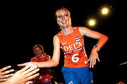 10-05-2008 VOLLEYBAL: DELA MEIDENDAG: APELDOORN<br /> Zo'n 1500 meisjes woonden de teampresentatie van het Nederlands vrouwenvolleybalteam bij. De DELA meidendag werd weer een groot succes / Mirjam Orsel<br /> ©2008-WWW.FOTOHOOGENDOORN.NL