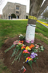 Blacksburg, Va. UNITED STATES: Mourners leave flowers in front of Norris Hall, the site of the grisly massacre at Virginia Tech University in Blacksburg, Virginia April 19, 2007. A 23-year-old student from South Korea was identified as the gunman who carried out the deadliest school shooting in US history.  33 people died on Monday, police named the gunman as Cho Seung-Hui, a student at the school and resident alien in the United States. (AMi Vitale)