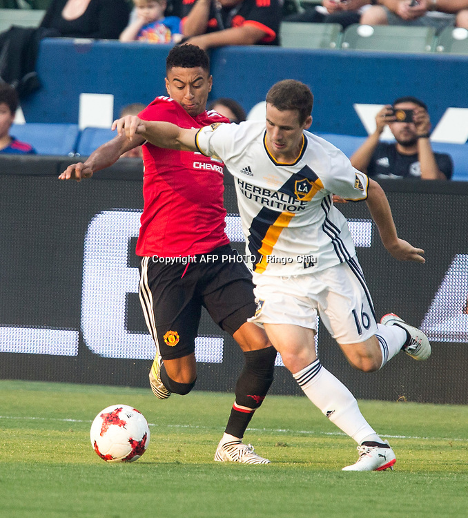 Manchester United Jesse Lingard, right, and Los Angeles Galaxy Nathan Smith battle for the ball during the first half of a national friendly soccer game at StubHub Center on July 15, 2017 in Carson, California.   AFP PHOTO / Ringo Chiu