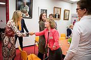Koningin Maxima bezoekt het Emma Kinderziekenhuis / Academisch Medisch Centrum in Amsterdam, Nederland, 14 februari 2017. De stichting ondersteunt jongeren met een chronische ziekte of lichamelijke handicap in werkervaring door middel van bijvoorbeeld een vakantie of part-time baan of een andere vorm van arbeid. De ervaring kan hen helpen om een zelfstandig bestaan op te bouwen.Academisch Medisch Centrum in Amsterdam. De stichting ondersteunt jongeren met een chronische ziekte of lichamelijke handicap in werkervaring door middel van bijvoorbeeld een vakantie of part-time baan of een andere vorm van arbeid. De ervaring kan hen helpen om een zelfstandig bestaan op te bouwen.<br /> <br /> Queen Maxima of The Netherlands visits the Emma Children's Hospital / Academic Medical Center in Amsterdam, The Netherlands, 14 February 2017.  The foundation supports young people with a chronic illness or physical disability in work experience through, for example a holiday or part-time job or some other form of work. The experience can help them to build an independent life.