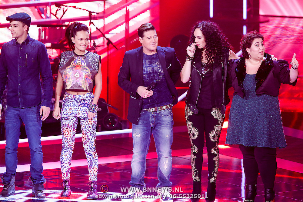 NLD/Hilversum/20121123 - 3de liveshow The Voice of Holland, Martin Krabbe, Anja Dalhuisen, Barbara Straathof, Babette van Vugt en Ivar Oosterloo