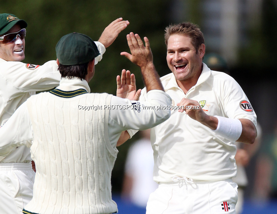 Ryan Harris celebrates the wicket of Daniel Vettori.<br />