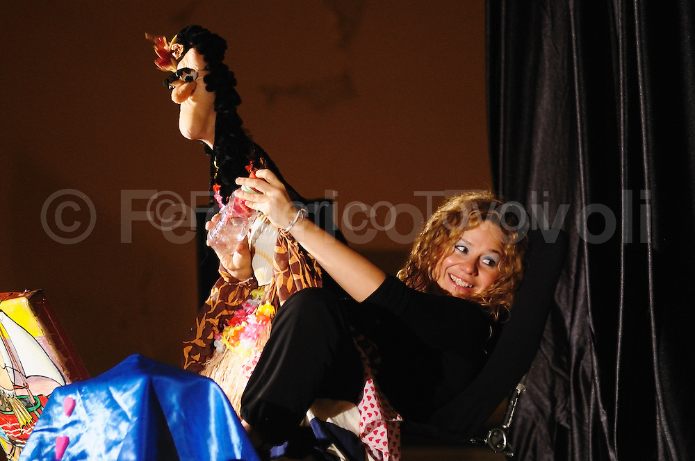 Veronica Gonzales during one of her shows. Her puppet theater, her characters where the feets take face bring her to lay all over the world.