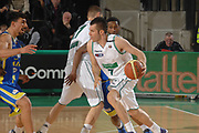 DESCRIZIONE : Treviso Lega A 2011-12 Benetton Basket Treviso Fabi Shoes Montegranaro<br /> GIOCATORE : sani becirovic<br /> CATEGORIA :  palleggio blocco<br /> SQUADRA : Benetton Basket Treviso Fabi Shoes Montegranaro<br /> EVENTO : Campionato Lega A 2011-2012<br /> GARA : Benetton Basket Treviso Fabi Shoes Montegranaro<br /> DATA : 24/03/2012<br /> SPORT : Pallacanestro<br /> AUTORE : Agenzia Ciamillo-Castoria/M.Gregolin<br /> Galleria : Lega Basket A 2011-2012<br /> Fotonotizia :  Treviso Lega A 2011-12 Benetton Basket Treviso Fabi Shoes Montegranaro<br /> Predefinita :