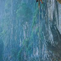 Jose Pereyra abseils down high above Nam Ou River, Ban Pak Ou, Luang Phrabang, Laos