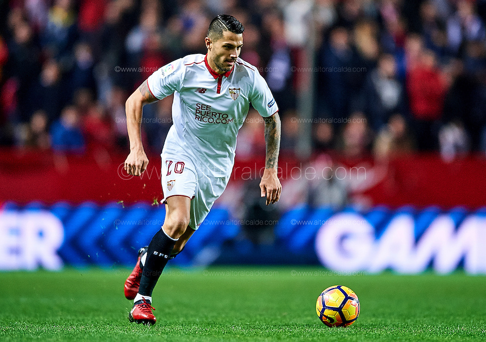 """SEVILLE, SPAIN - NOVEMBER 26:  Victor Machin Perez """"Vitolo"""" of Sevilla FC in action during the La Liga match between Sevilla FC and Valencia CF at Estadio Ramon Sanchez Pizjuan on November 26, 2016 in Seville, Spain.  (Photo by Aitor Alcalde Colomer/Getty Images)"""