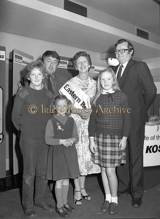 """Calor Kosangas Housewife of the Year - Dublin Regional Final.26/10/1982  26.10.1982..""""Calor Kosangas Housewife Of The Year 1982"""". Dublin Regional Final..The final was held in the Gresham Hotel,O'Connell St,Dublin. The winner was Mrs.,Deirdre Ryan,Derrypatrick,Drumree,Co Meath..Deirdre's proud family,husband ,daughters, Aishling, Sarah and son Graham. Also in the photograph, Mr Val Gunning,Director Calor Kosangas"""