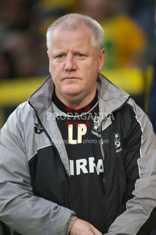 NORWICH, WALES - Saturday, November 14, 2009: Tranmere Rovers' Tranmere's caretaker manager Les Parry before his side's match against Norwich City during the League One match at Carrow Road. (Pic by David Rawcliffe/Propaganda)