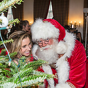 NLD/Amsterdam/20181206 - Sky Radio's Christmas Tree For Charity, Ellen Hoog en de kerstman