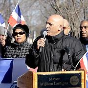 William Lantigua, Alcadel de Lawrence, MA se dirije a los dominicano durante el izamiento de la bandera dominicana en la ciudad. La accion de izar la bandera, marco el inico de los actos con que los dominicanos conmemoraron el bicentario de Juan Pablo Duarte, padre de la patria dominicana.
