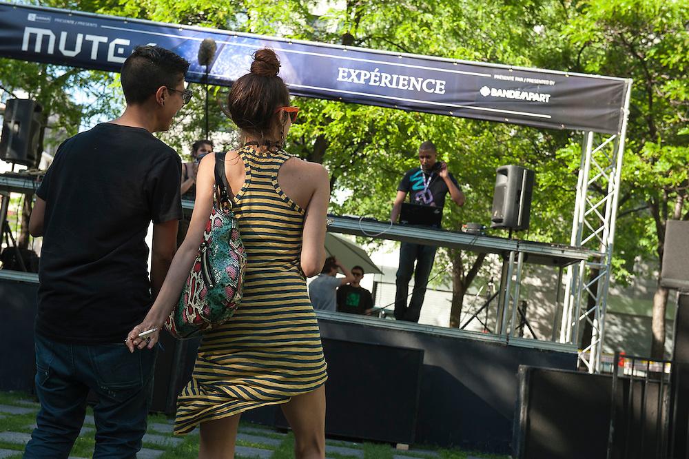 Jesse Voltaire (CA) , Expérience 1, parc de la paix, Montreal, 30 mai 2012.