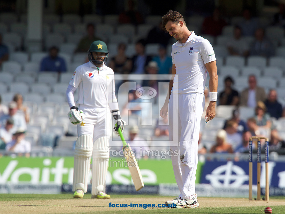 Bowler Steven Finn of England winces with pain from an injury during Day Four of the fourth Investec Test Match at the Kia Oval, London<br /> Picture by Alan Stanford/Focus Images Ltd +44 7915 056117<br /> 14/08/2016