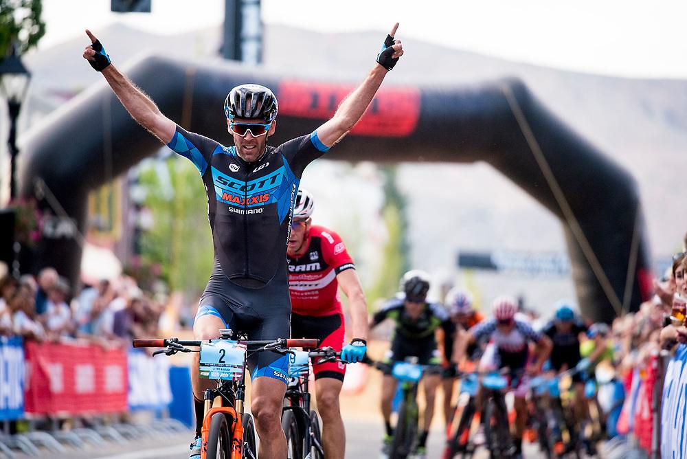 Geoff Kabush wins the Pro Men's Fat Tire Crit on Friday.