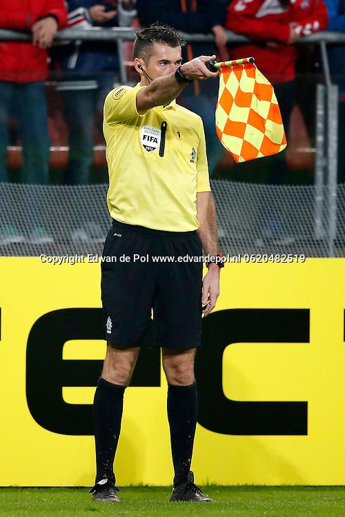 UTRECHT, 19-10-2013, eredivisie, FC Utrecht - NAC Breda, Galgenwaard Stadion, 4-2, grensrechter, buitenspel.