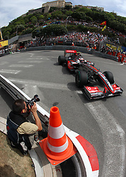 MONTE-CARLO, MONACO - Thursday, May 21, 2009: A photographer takes a wide angle shot of Heikki Kovalainen (FIN, Vodafone McLaren Mercedes) during practice for the Monaco Formula One Grand Prix at the Monte-Carlo Circuit. (Pic by Juergen Tap/Hoch Zwei/Propaganda)