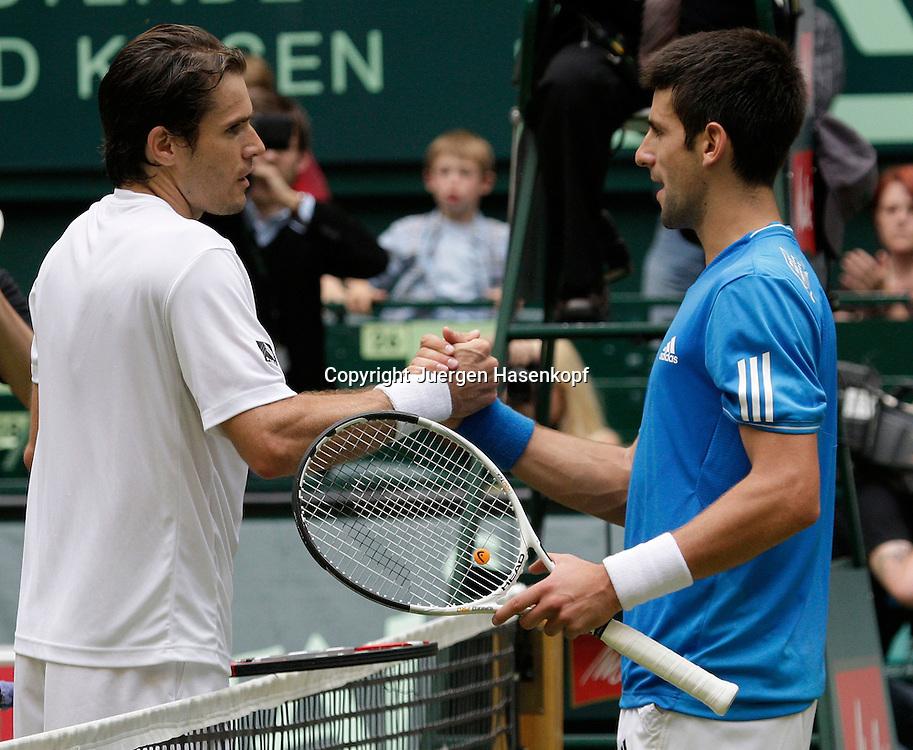 Gerry Weber Open 2009, Halle (Westf.), Tennis, ATP Turnier, Finale,Endspiel,..Novak Djokovic (SRB) gratuliert Tommy Haas (GER) zu seinem Sieg,..Foto: Juergen Hasenkopf..