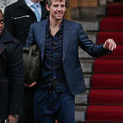 NLD/Amsterdam/20101127 - Take That verlaat hun hotel in Amsterdam, Jason Orange
