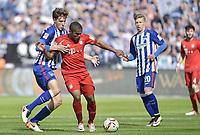 pFotball<br /> Tyskland<br /> Foto: Witters/Digitalsport<br /> NORWAY ONLY<br /> <br /> v.l. Niklas Stark (Berlin), Douglas Costa, Mitchell Weiser<br /> Berlin, 23.04.2016, Fussball Bundesliga, Hertha BSC Berlin - FC Bayern München