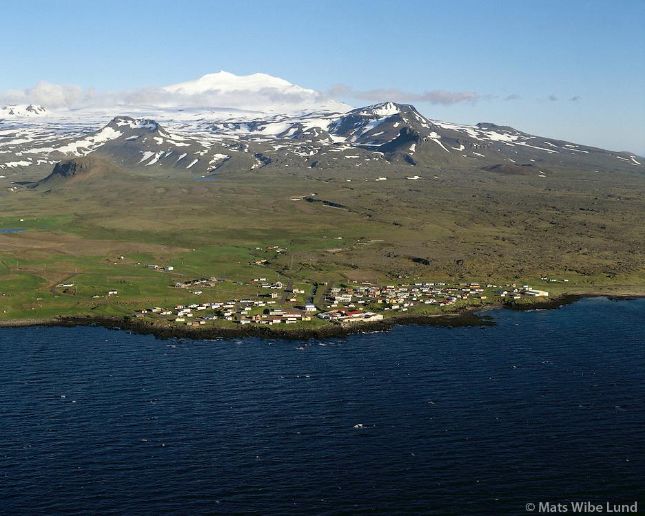 Hellissandur og Snæfellsjökull. Keflavík ti.v. í forgrunni, Neshreppur  Snæfellsnes Loftmynd 1989. / .Hellissandur and Snaefellsjokull glacier. Keflavik left in foreground.