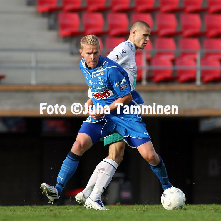 12.09.2009, Ratina, Tampere, Finland..Veikkausliiga 2009 - Finnish League 2009.Tampere United - IFK Mariehamn.Jari Niemi (TamU) v Sasha Anttilainen (MIFK).©Juha Tamminen.