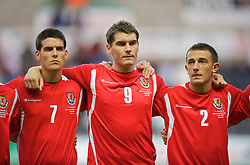 SWANSEA, ENGLAND - Friday, September 4, 2009: Wales' Mark Bradley, Sam Vokes and Neal Eardley during the UEFA Under 21 Championship Qualifying Group 3 match against Italy at the Liberty Stadium. (Photo by David Rawcliffe/Propaganda)