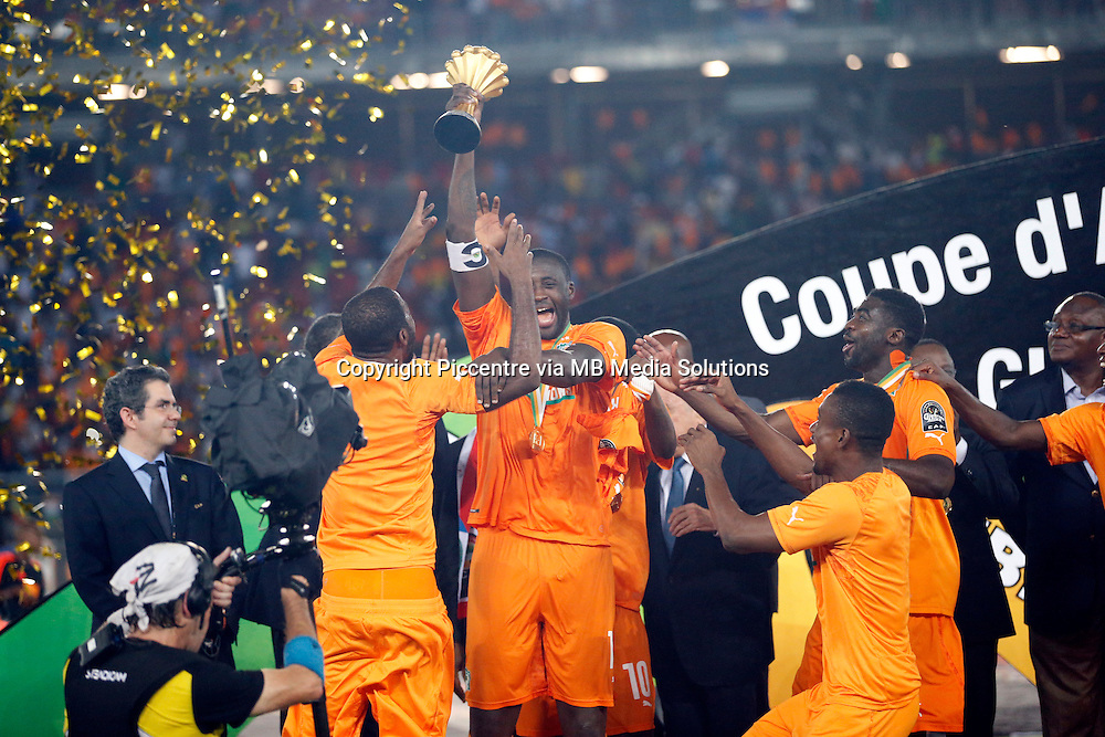 Ivory Coast Captain Yaya Toure lifts a loft the Trophy after defeating Ghana during their Africa Cup of Nations finals soccer match at the Estadio de Bata Equatorial Guinea, on February 8th, 2015. Ivory Coast won 9-8 on post penalties. Photo/Mohammed Amin/www.pic-centre.com)