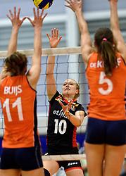 30-12-2015 NED: Nederland - Belgie, Almelo<br /> Op het 25 jaar Topvolleybal Almelo spelen Nederland en Belgie een oefen interland ter voorbereiding op het OKT dat maandag in Ankara begint. Nederland wint overtuigend met 3-1 /