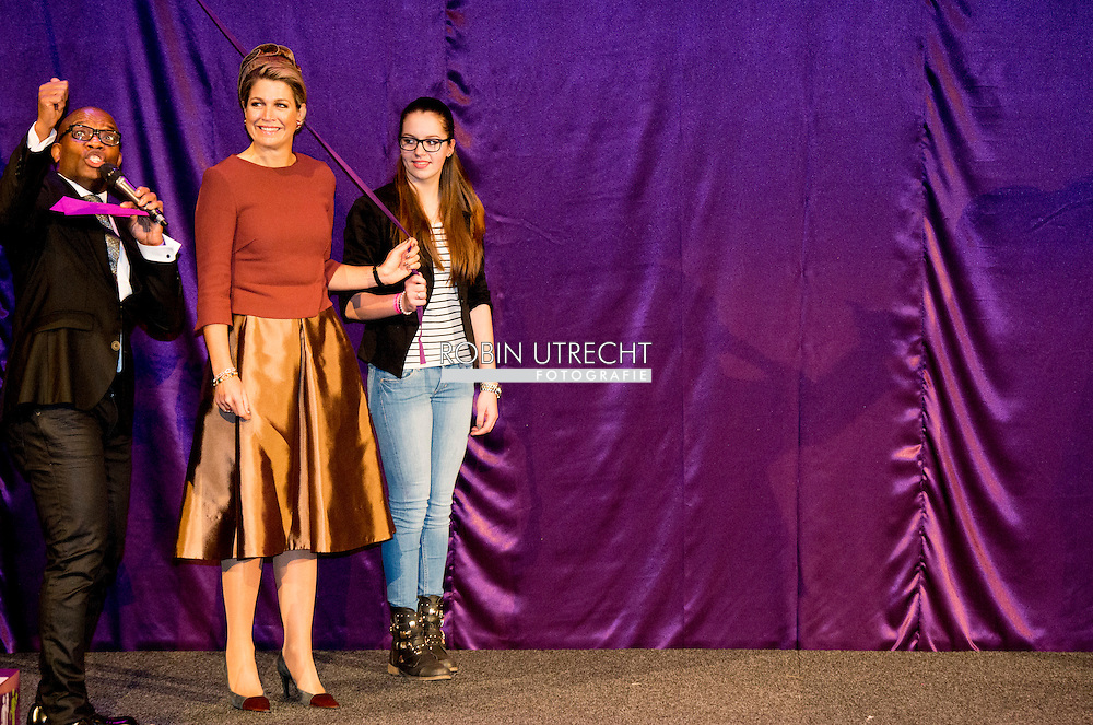 5-2-2015 ALMERE Koningin M&aacute;xima opent donderdag 5 februari 2015 het beroepenfeest van Almere On Stage voor VMBO leerlingen in het Topsportcentrum in Almere-Poort. Zij zal ook in gesprek gaan met leerlingen en beroepsbeoefenaren gedurende het evenement.  COPYRIGHT ROBIN UTRECHT<br /> 5-2-2015 ALMERE Queen M&aacute;xima opens Thursday, February 5th, 2015 working party Almere On Stage for secondary students in Topsportcentrum in Almere Poort. It will also engage with students and professionals throughout the event. COPYRIGHT ROBIN UTRECHT