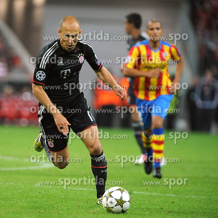 19.09.2012, Allianz Arena, Muenchen, GER, UEFA Champions League, FC Bayern Muenchen vs FC Valencia, Gruppe F, im Bild Arjen ROBBEN (FC Bayern Muenchen) startet durch. // during the UEFA Champions League group F match between FC Bayern Munich and Valencia CF at the Allianz Arena, Munich, Germany on 2012/09/19. EXPA Pictures © 2012, PhotoCredit: EXPA/ Eibner/ Wolfgang Stuetzle..***** ATTENTION - OUT OF GER *****