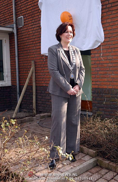 Opening kinderdagverblijf Kids voor Kinderen Alb.Perkstraat 73 Hilversum door wethouder Karin Heerschop