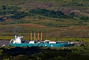 Barcos cargueros navegando por el Canal de Panama en la zona de Gamboa..Foto: Ramon Lepage / Istmophoto.