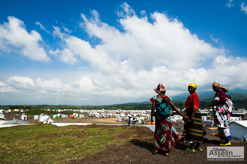 Women stand on top of a hill overlooking the Kibati IDP camp, on the outskirts of Goma, Eastern Democratic Republic of Congo on Friday December 12, 2008.
