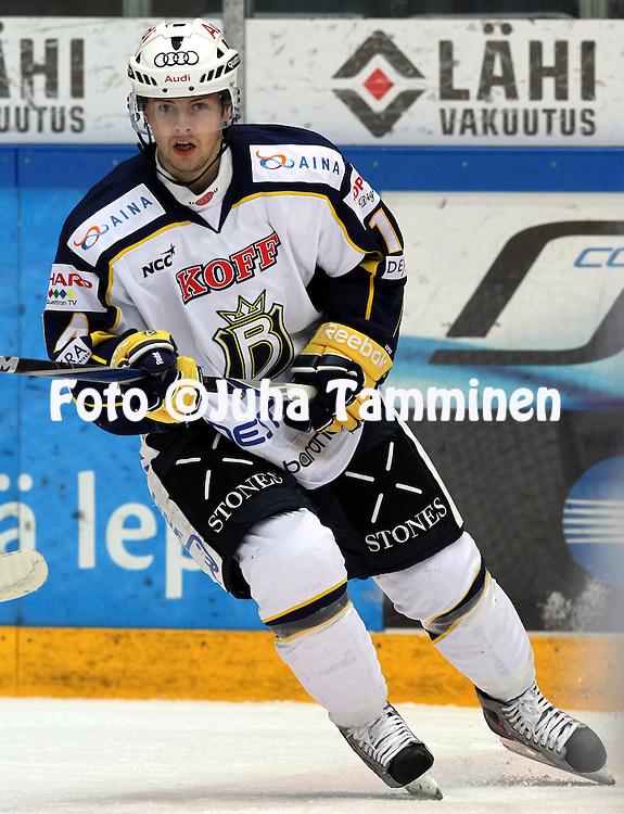 1.11.2011, Hmeenlinna...Jkiekon SM-liiga 2011-12. HPK - Blues..Petri Lammassaari - Blues