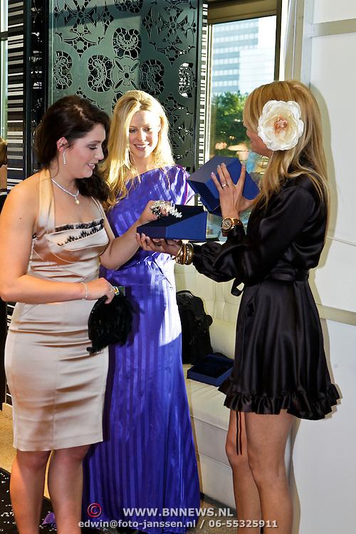 NLD/Amsterdam/20100521 - Uitreiking Dutch Model Awards 2010, José Woldring krijgt de Publieksprijs van Kim Kötter