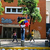 Mujer que participó en la Marcha en la Avenida Universidad, del centro de Caracas. Ella permanece en el mismo lugar mientras que todos los manifestantes se dispersan y van a sus hogares. Caracas 05 de septiembre 2009 / A woman who participated in a political rally showing opposition to President Hugo Chavez, stands alone on University Avenue as the march ends and demonstrators disperse in Caracas, Venezuela on Saturday, Sept. 5, 2009.